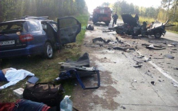 Жуткая авария на Житомирщине: две машины превратились в груду металла