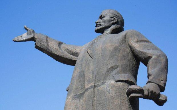 На Донбассе поставили памятник самому главному овощу