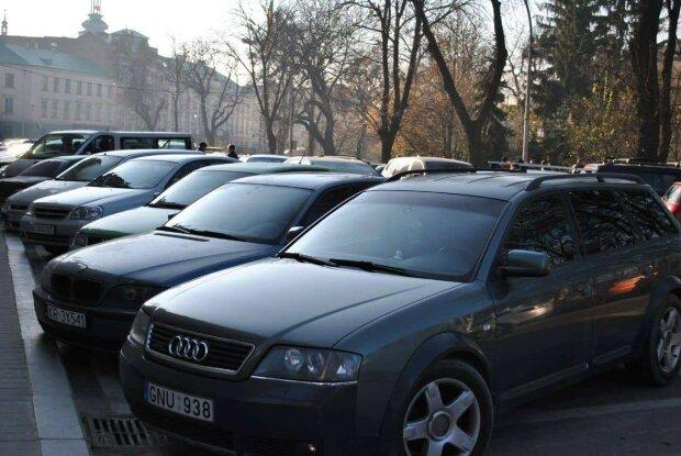 """В полиции рассказали, что продолжат штрафовать """"евробляхеров"""": за что и почему"""