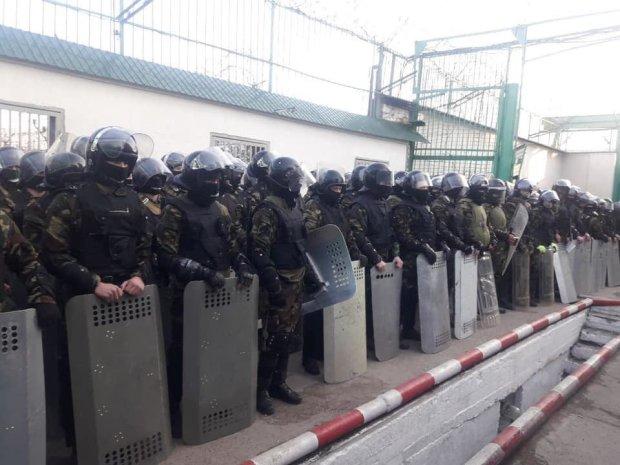 Стрельба, заложники и спецназ: в украинской колонии творится настоящий ужас, все оцеплено