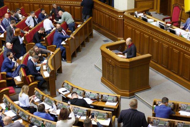 Українцям скасують трудові книжки: Дубілет пояснив, що буде зі стажем і виплатами