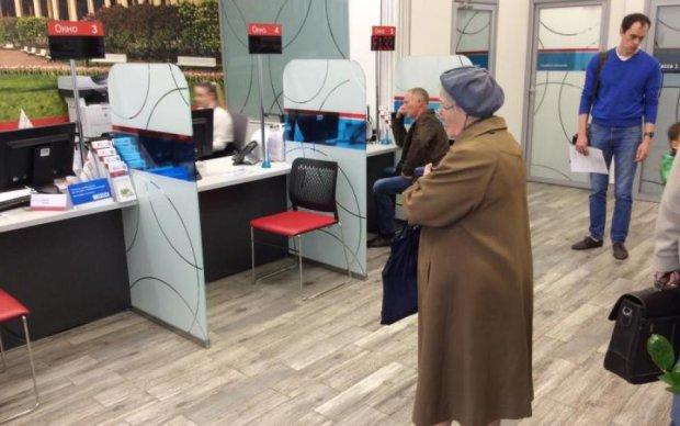 Продають клієнтів та проблеми: українські банки навчилися заробляти по-новому