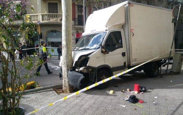 Адский грузовик протаранил толпу: много пострадавших