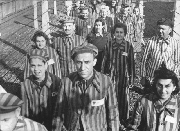 Фотограф оживила чорно-білі знімки в'язнів Освенциму. Побачене розриває серце на шматки
