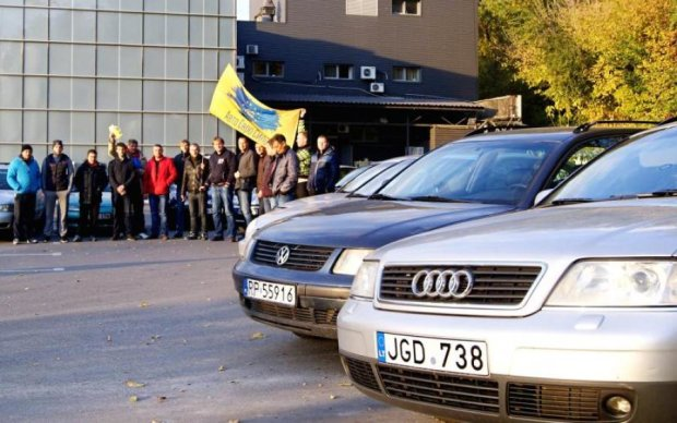 В Киеве второй день подряд бастуют владельцы европейских машин