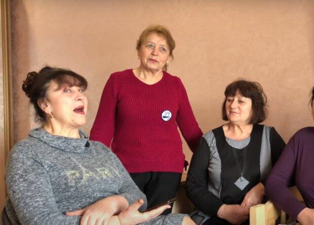 Наталья Фалион читает стих сына, скриншот: YouTube