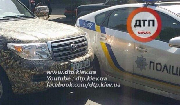 У Києві учасником аварії став автомобіль патрульних