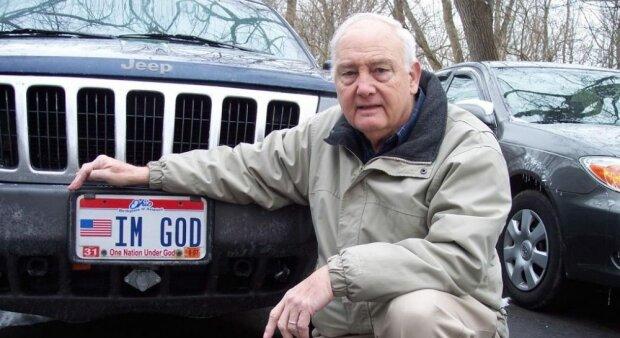 """""""Я - Бог"""" - водій-атеїст начхав на Біблію і влаштував гучний протест, фінал здивував усіх"""