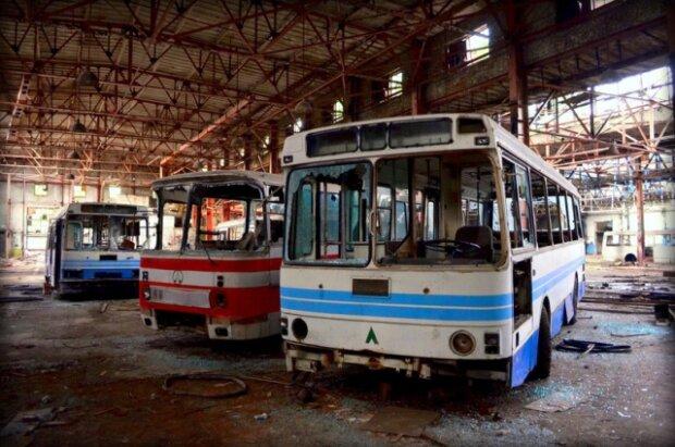 """Розпиляли 100 мільйонів: у Львові роками розслідують """"приватизацію"""" автобусного заводу, надії мало"""