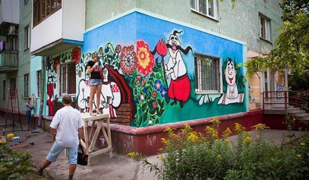 Запорожця збираються оштрафувати за патріотичний малюнок на будинку