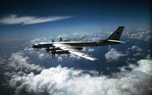 Знову за старе: російські бомбардувальники засікли біля Канади