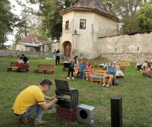 Закарпатский замок превратили в кинотеатр, скриншот