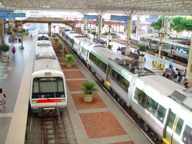 НаТайване при сходе поезда срельсов погибли 17 человек