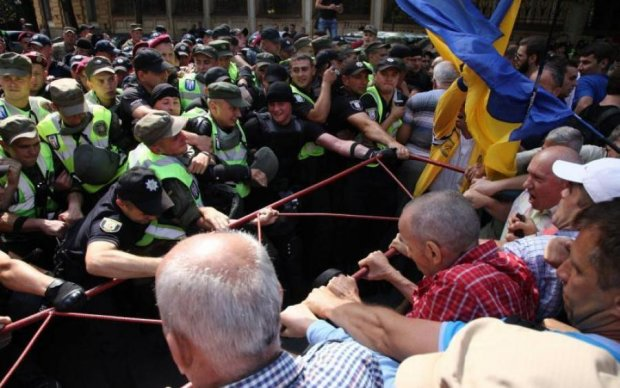 """Стычки и """"Банду, геть"""": как сторонники Саакашвили под АП протестовали"""