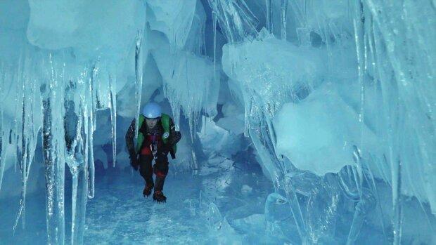 Украинские полярники подорвали страну ярким поздравлением с Новым годом: горячие сердца, снег и пингвины, - праздничное видео из Антарктиды