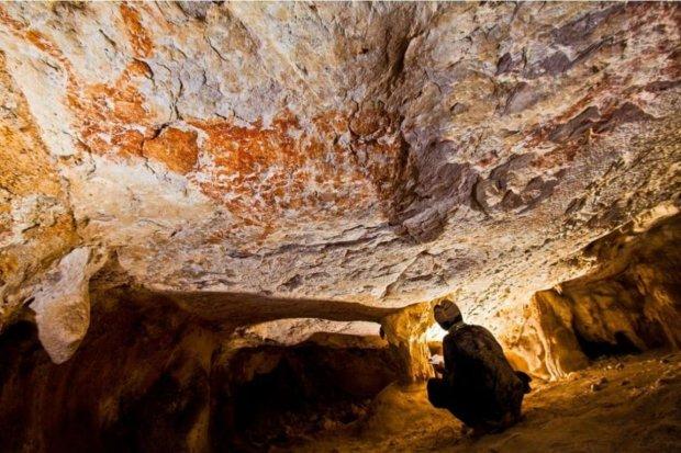 Рисовали наши предки: археологи обнаружили сенсационную находку в древнейшей пещере