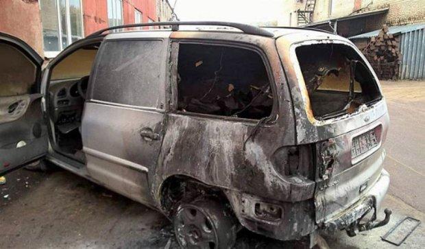"""В Житомире расстреляли и сожгли Ford батальона """"Донбасс"""" (фото)"""