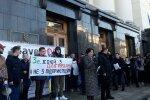 На Банковій натовп розгніваних українців кличе Зеленського на жорстку розмову, перші кадри