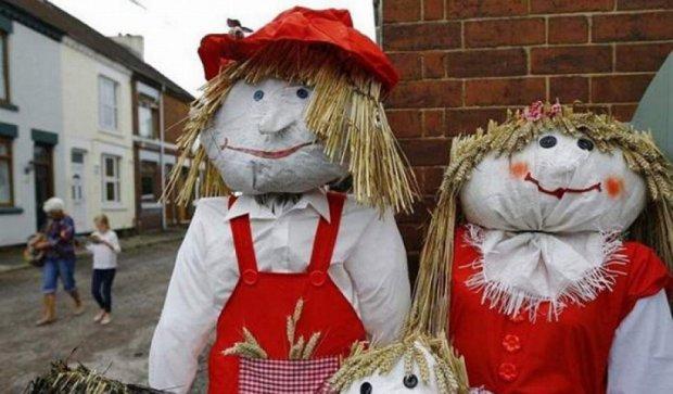 В Британії на фестивалі «ожили» городні опудала (фото)