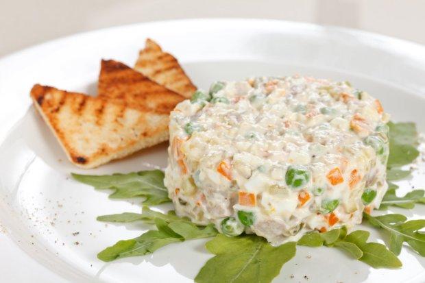 Цікавий рецепт салату олів'є, який доповнить будь-який стіл