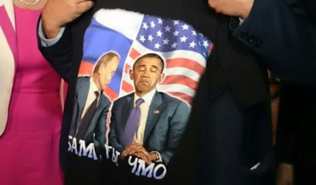 """Французкий  депутат купил в Крыму футболку с  надписью """"Обама, ты чмо"""""""