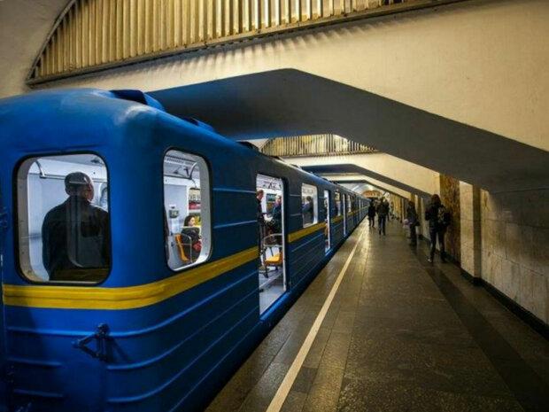 Серьезное ЧП переполошило киевскую подземку, считанные секунды до катастрофы: в сети показали фото