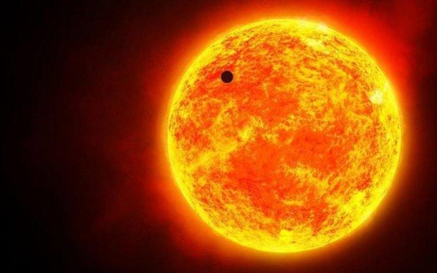 Грозит опасность: гигантский НЛО размером с планету едва не врезался в Солнце