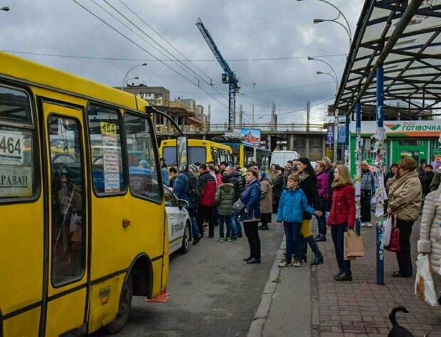Из Киева исчезнут маршрутки: на чем будуть катать украинцев, уставших от гробов на колесах