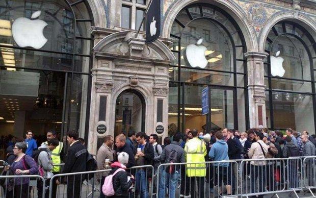 Презентація iPhone: черги біля Apple Store з'явилися за 10 годин до початку