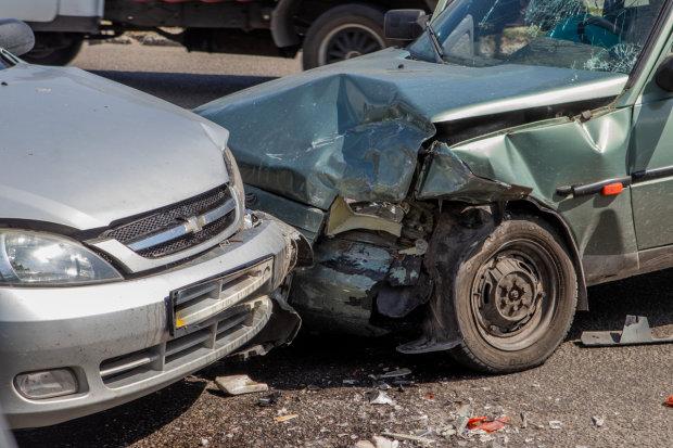 Пекельна аварія в Дніпрі паралізувала місто: є жертви