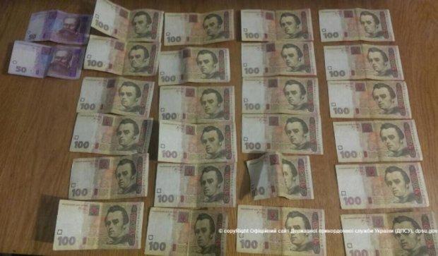 В зоні АТО піймали прикордонника на хабарі в 2,5 тисячі гривень (фото)