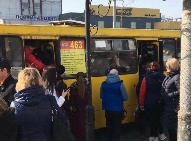 Толпа, толкучка и дикая ругань - коронавирус сорвал маски с киевлян в транспорте, кадры замеса