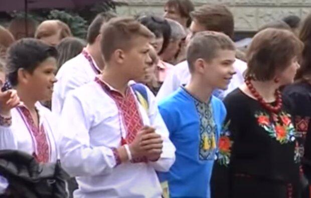 Медики Тернопільщини відгуляли День вишиванки всім на заздрість - стильно і безпечно