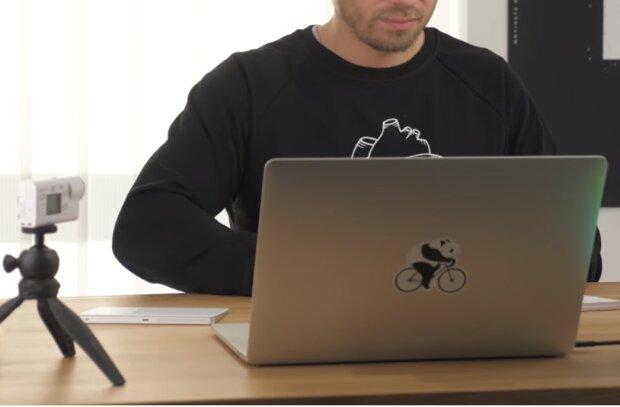 Робота за комп'ютером, скріншот відео