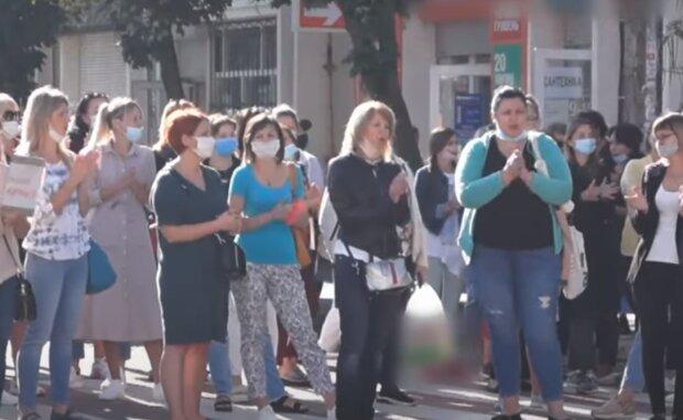 """Тернополяне показали Зеленскому мощный кулак из """"красной зоны"""": """"Наши дети имеют право"""""""