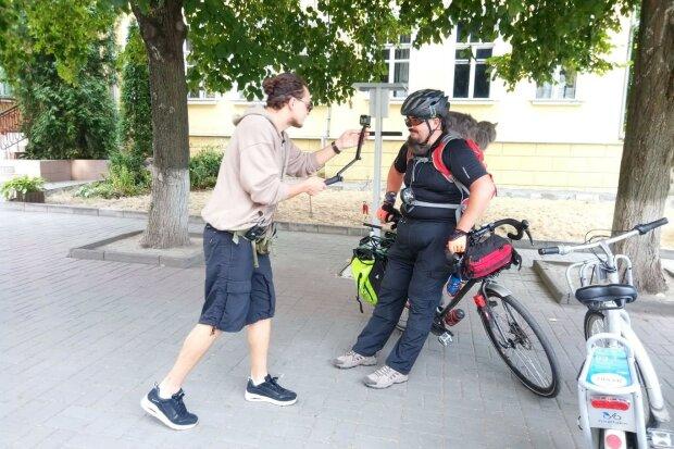 Евгений Синельников - слева, фото Google