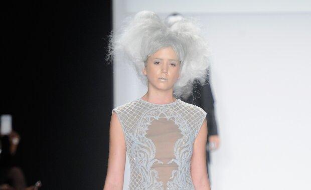 Дівчина з сірим волоссям, фото: Getty Images