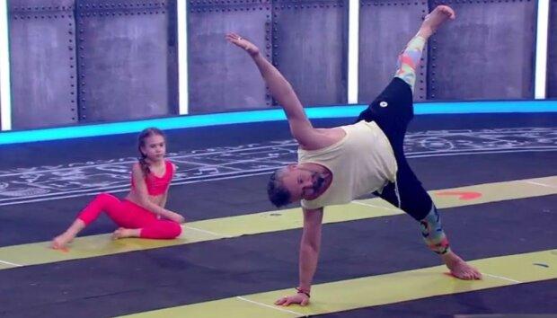 Сергій Бабкін влаштував баттл з 10-річною донькою: такій гнучкості можна позаздрити