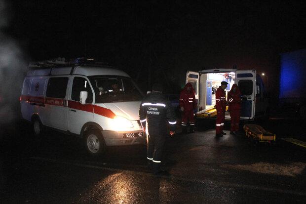 """Ночная авария всполошила Одессу, потерял руль и """"поцеловал"""" столб: жуткие подробности и кадры"""
