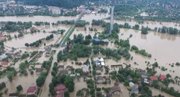 """Марцінків заспокоїв затоплених прикарпатців, які ридають над зруйнованими будинками - """"Вода йде"""""""
