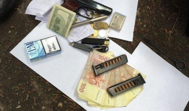 Правоохоронці затримали на хабарі працівника військкомату