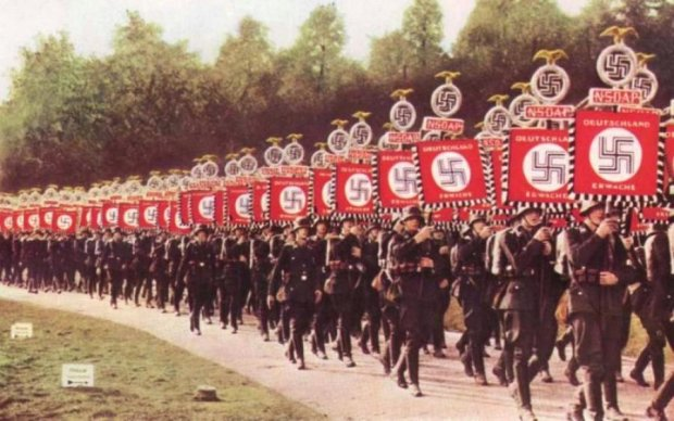 Фанати Путіна та Гітлера йдуть до влади у Німеччині