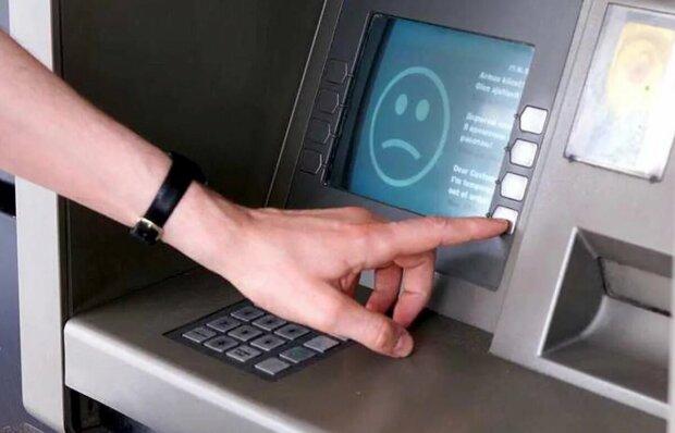 Крим залишили без грошей, ні відділень, ні банкоматів — нічого: на півострові панує хаос