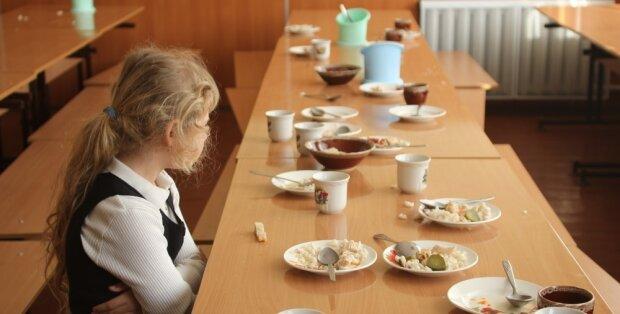 """Школярі їдять """"елітні"""" бутерброди з цвіллю: назріває всеукраїнський скандал, фото"""