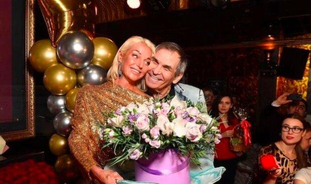 Волочкова похвалилася дивними подарунками від Алібасова, Сафронова та інших: вази, шоколадні цукерки і рибка