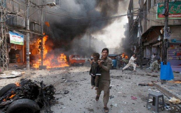 В Пакистане взрыв у мечети унес жизни более двух десятков человек