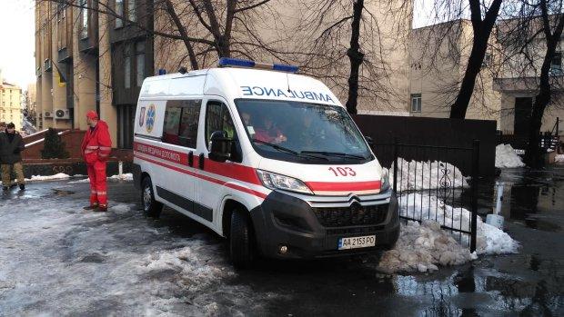 Звіряче убивство в Києві: у затопленому підвалі знайшли закривавлений труп, фото 18+