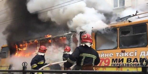 У Рівному загорілась контактна мережа тролейбусів: такого фаєршоу місто ще не бачило