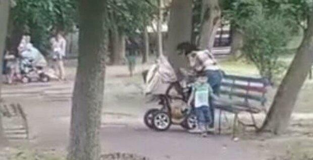 Избиение ребенка, скриншот: Youtube