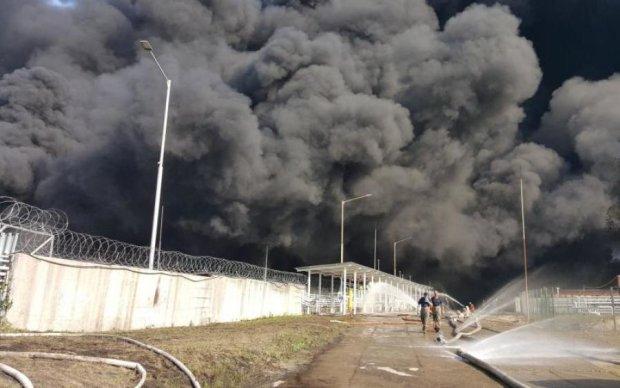 Жуткие кадры: в Одессе вспыхнули склады с боеприпасами